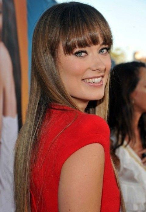 Olivia Wilde Penteados: Corte de cabelo reto com Bangs