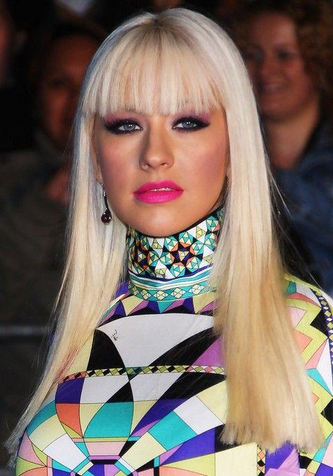 Christina Aguilera Penteados: Corte de cabelo em linha reta radiante com Bangs