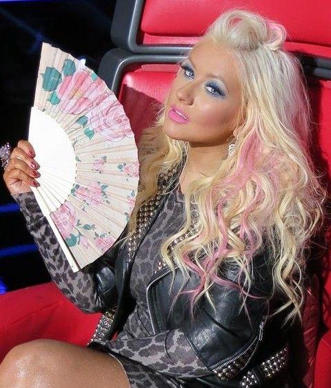 Christina Aguilera Penteados: Meio-up Half-baixo Penteado