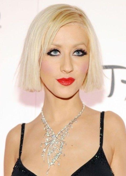 Christina Aguilera Penteados: Corte de cabelo Médio Liso