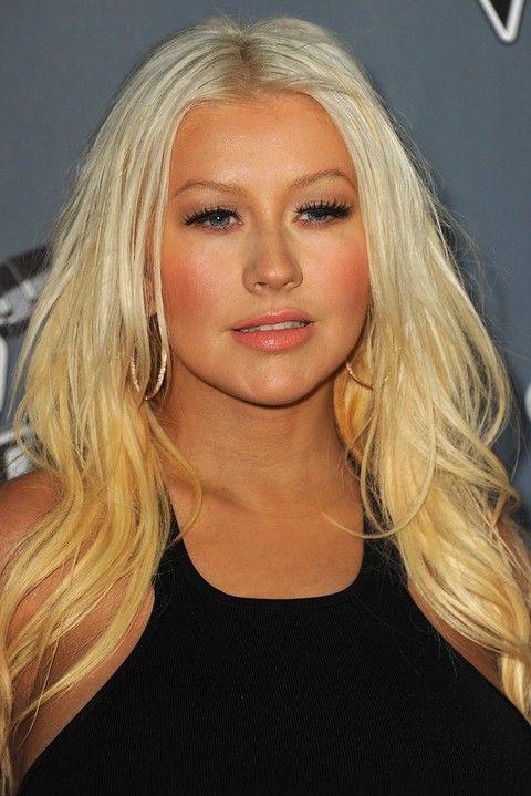 Christina Aguilera Penteados: Elegante longo ondulado Haircut
