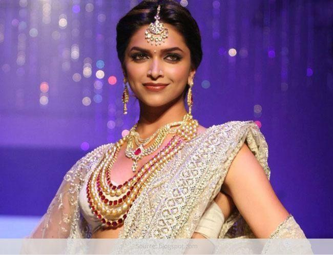 Principais declarações 5 de moda que se adequam a apenas mulheres indianas
