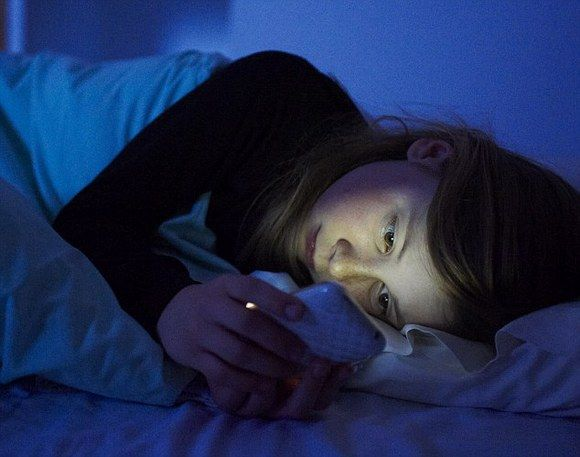 cell-phone-in-bed