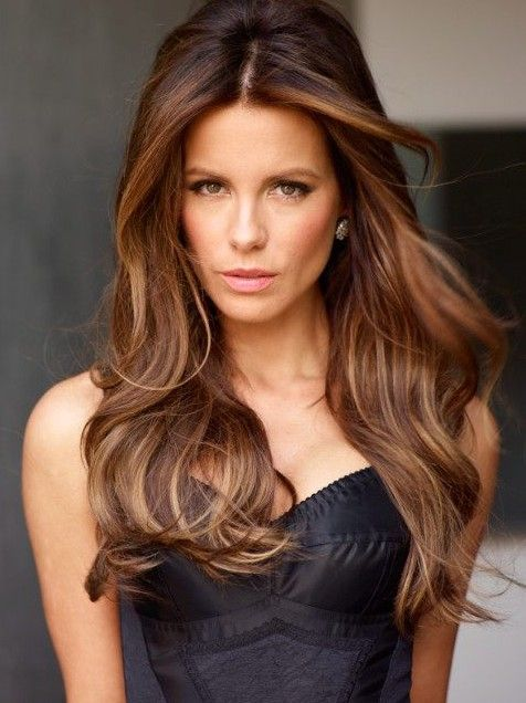 Destaques da moda para cabelos castanhos - penteados brunette lindo com destaques