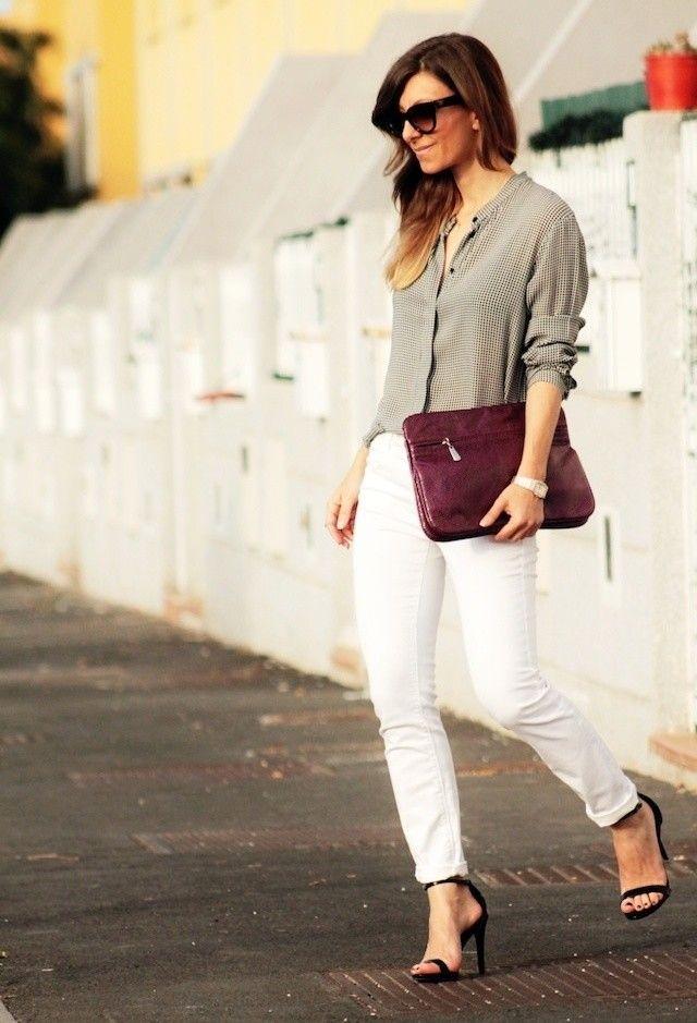 Idea equipamento à moda com calças de brim brancas
