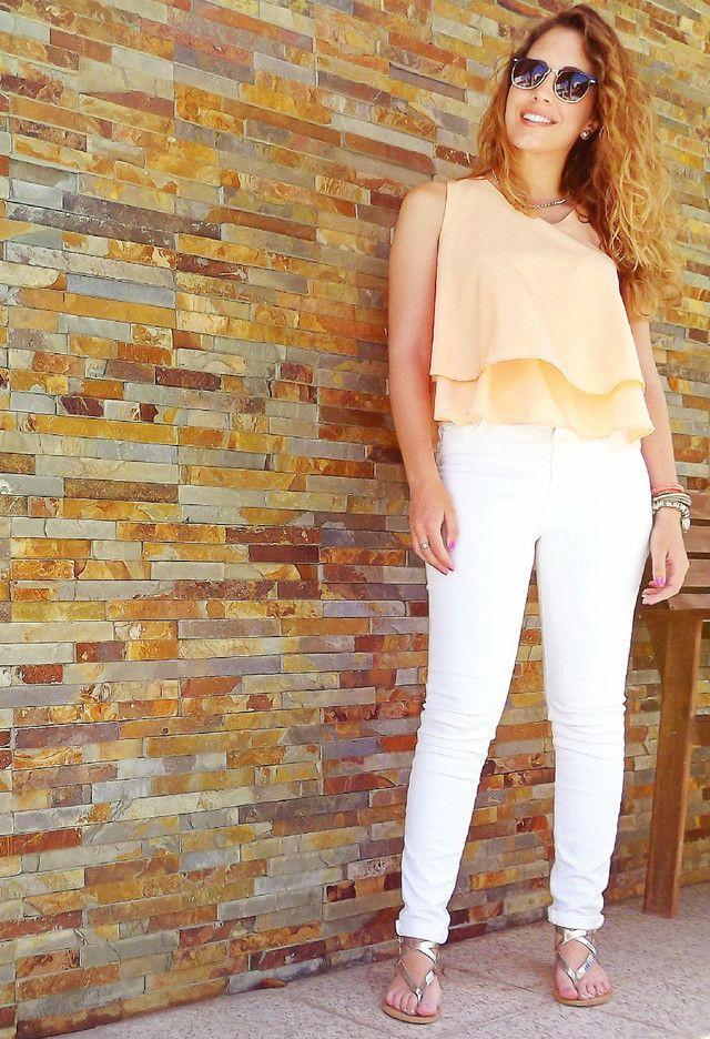 Idea Outfit bonita com calças de brim brancas
