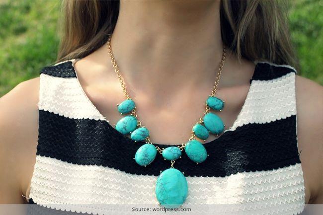 Estilos de jóias turquesa que complementam vestuário étnicas indígenas