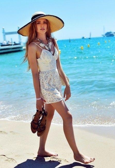 Atualizar seu look de verão apenas com um chapéu