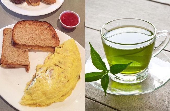 Omelete com pão e chá verde