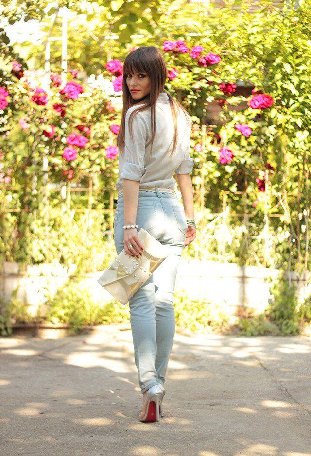 Jeans Idea Outfit com os saltos elevados de prata