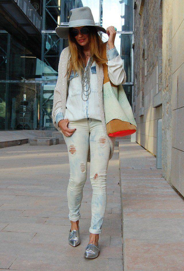 Rasgado Idea Jeans Outfit com sapatas lisas prata