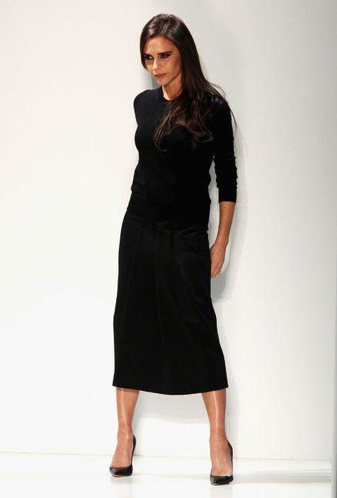 Victoria beckham mostra-nos como usar um vestido de mudança para um olhar roupa de trabalho incrivelmente chique