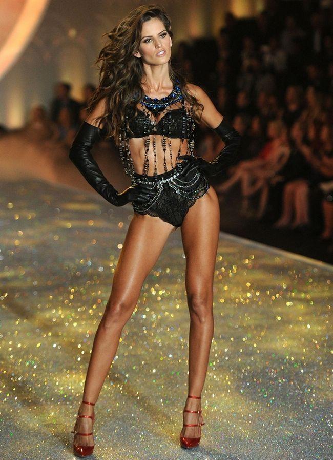Izabel Goulart-at-2013-Victoria`s-Secret-Moda-Show