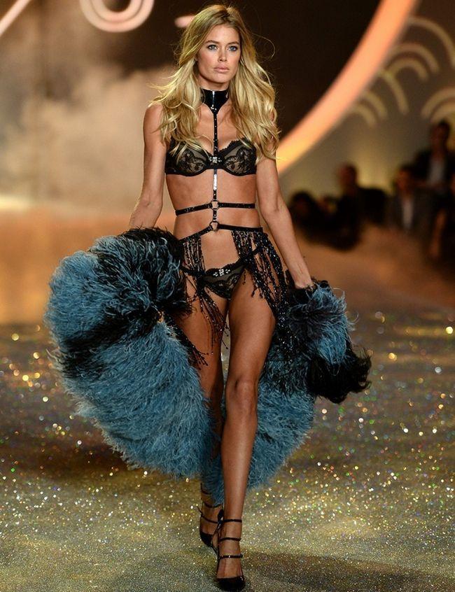 Doutzen Kroes--at-2013-Victoria`s-Secret-Moda-Show