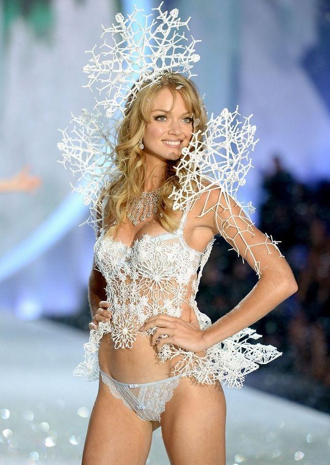 Lindsay-Ellingson-at-2013-Victoria`s-Secret-Moda-Show