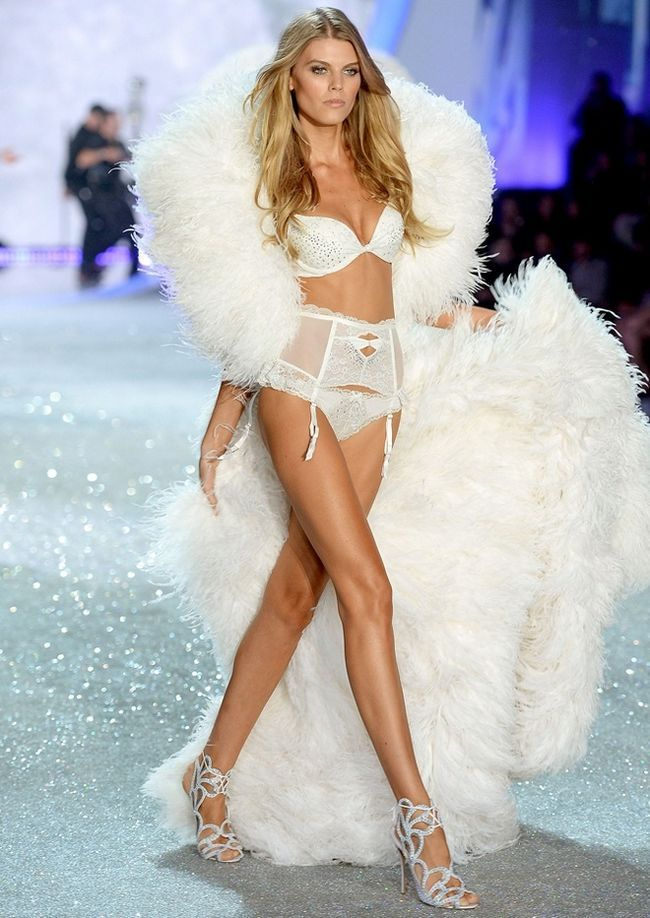 Maryna-Linchuk-at-2013-Victoria`s-Secret-Moda-Show