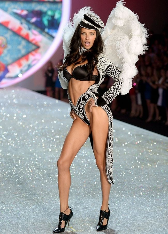 Adriana-Lima-at-2013-Victoria`s-Secret-Moda-Show
