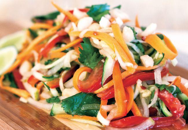 Salada vietnamita com frango