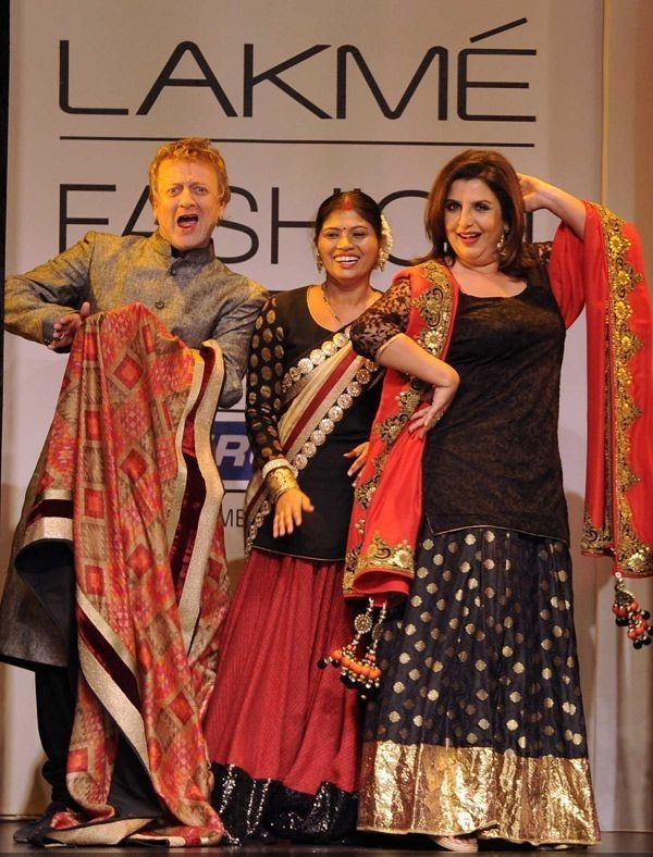 Rohit Bal e Farah Khan exibir criações da designer Vikram Phadnis