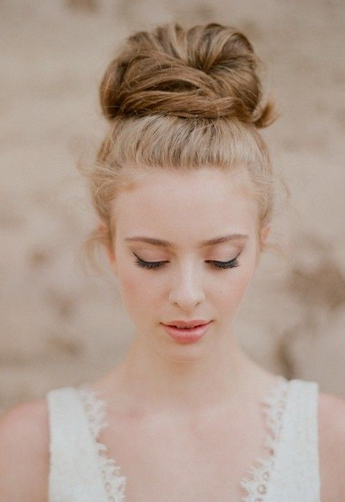 Romantic Top Knot Updo casamento - Summer Wedding Updo