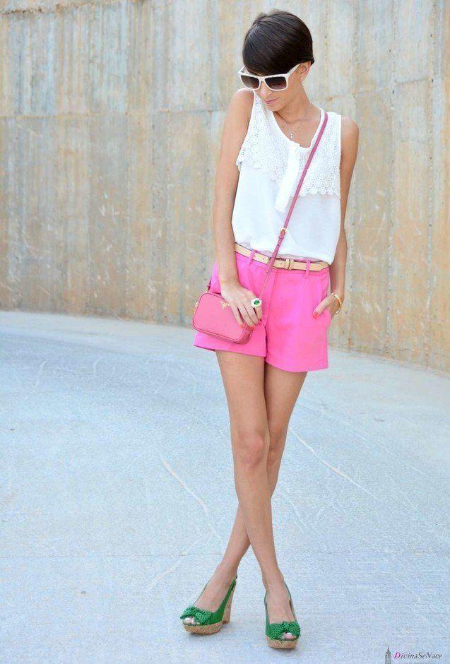 Rosa Shorts e cunhas verdes