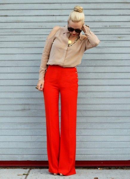 Blusa neutra com calças brilhantes coloridos para Trabalho