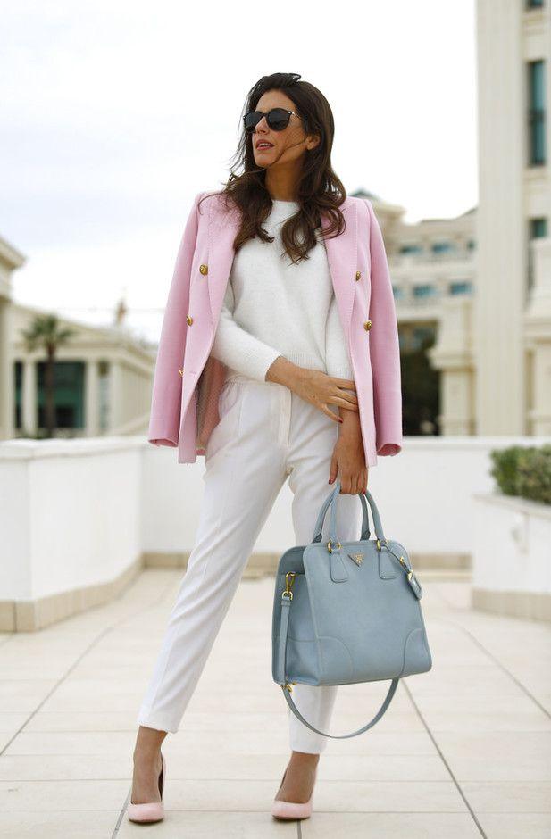 Feminino Outfit branco com rosa Blazer para o Trabalho