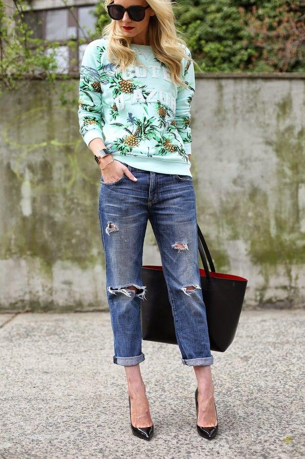 Impressas camisola e jeans rasgados Outfit Idea