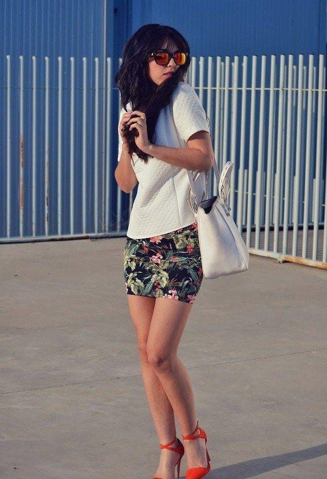 T branco equipamento com Floral Skirt