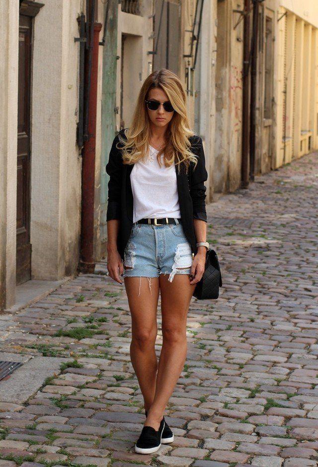 Idea Chic T branco equipamento com shorts jeans