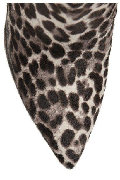 Vista frontal de estampa de leopardo de cabelo panturrilha e camurça ankle boots Tabitha Simmons Hunter